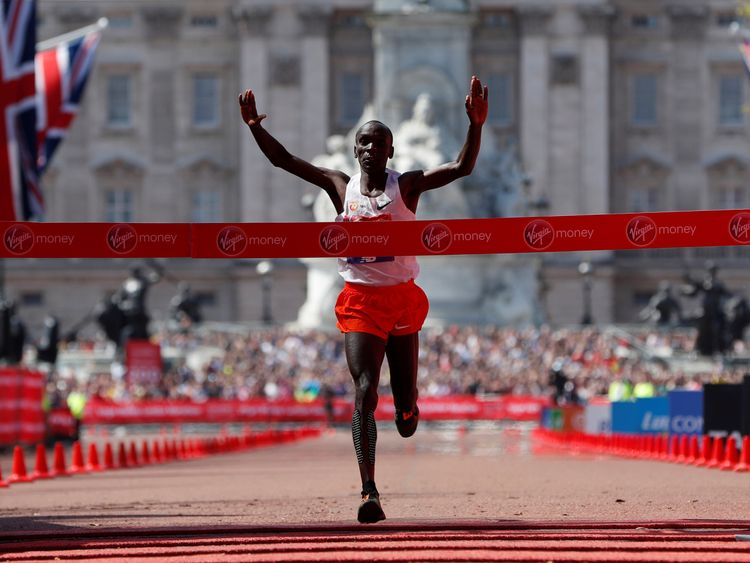 Kenya's Eliud Kipchoge crosses the finish line to win the men's elite race