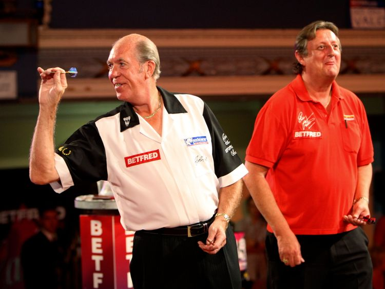 Eric Bristow (R) in a 2008 legends match against John Lowe (L), who broke down at the news of Bristow's death