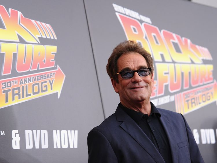 Huey Lewis cancels future shows after hearing loss