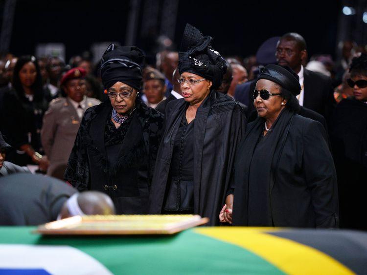 Winnie Mandela (L), and Nelson Mandela's widow Graca Machel (C), stand by his coffin in 2013
