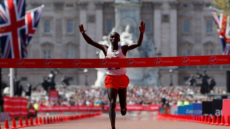 Kenya's Eliud Kipchoge crosses the finish line to win the men's elite race