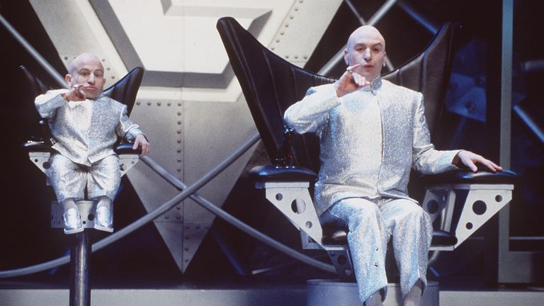 Mike Meyers (l) and Verne Troyer Star In Austin Powers