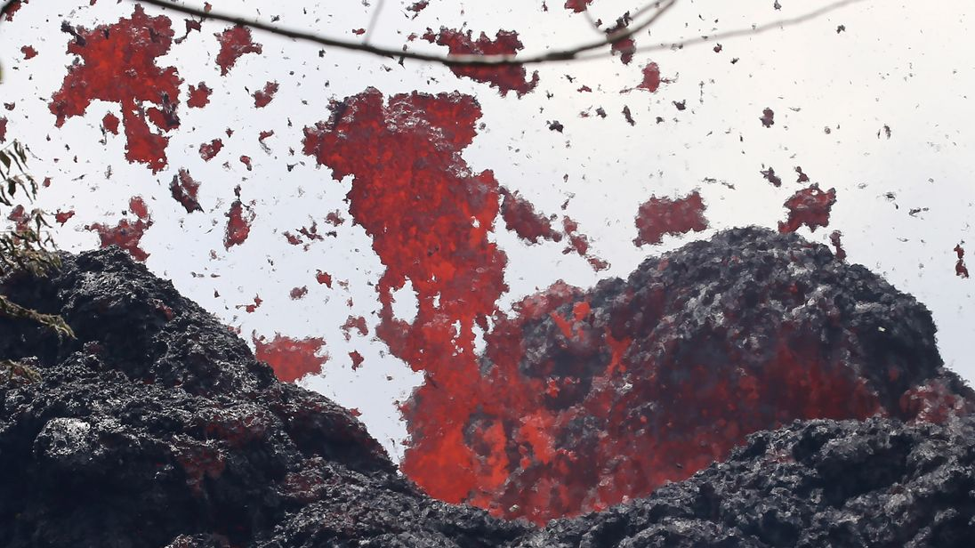 The fissure is the 17th to have appeared in the volcano since 3 May