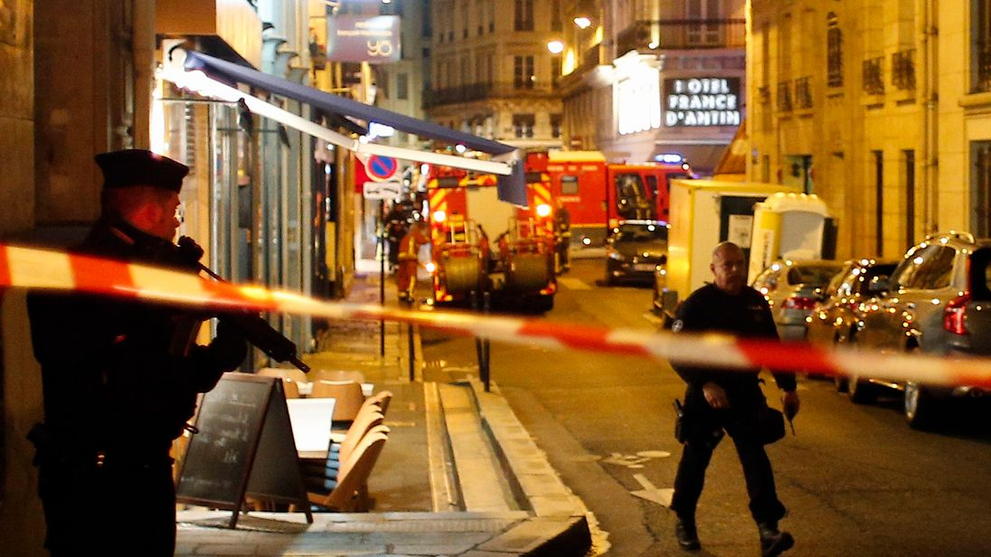One killed, four injured in Paris knife attack