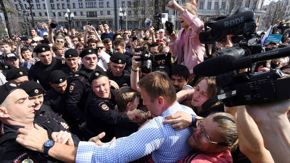 Alexei Navalny arrested as thousands in Russian Federation demonstrate against Vladimir Putin inauguration