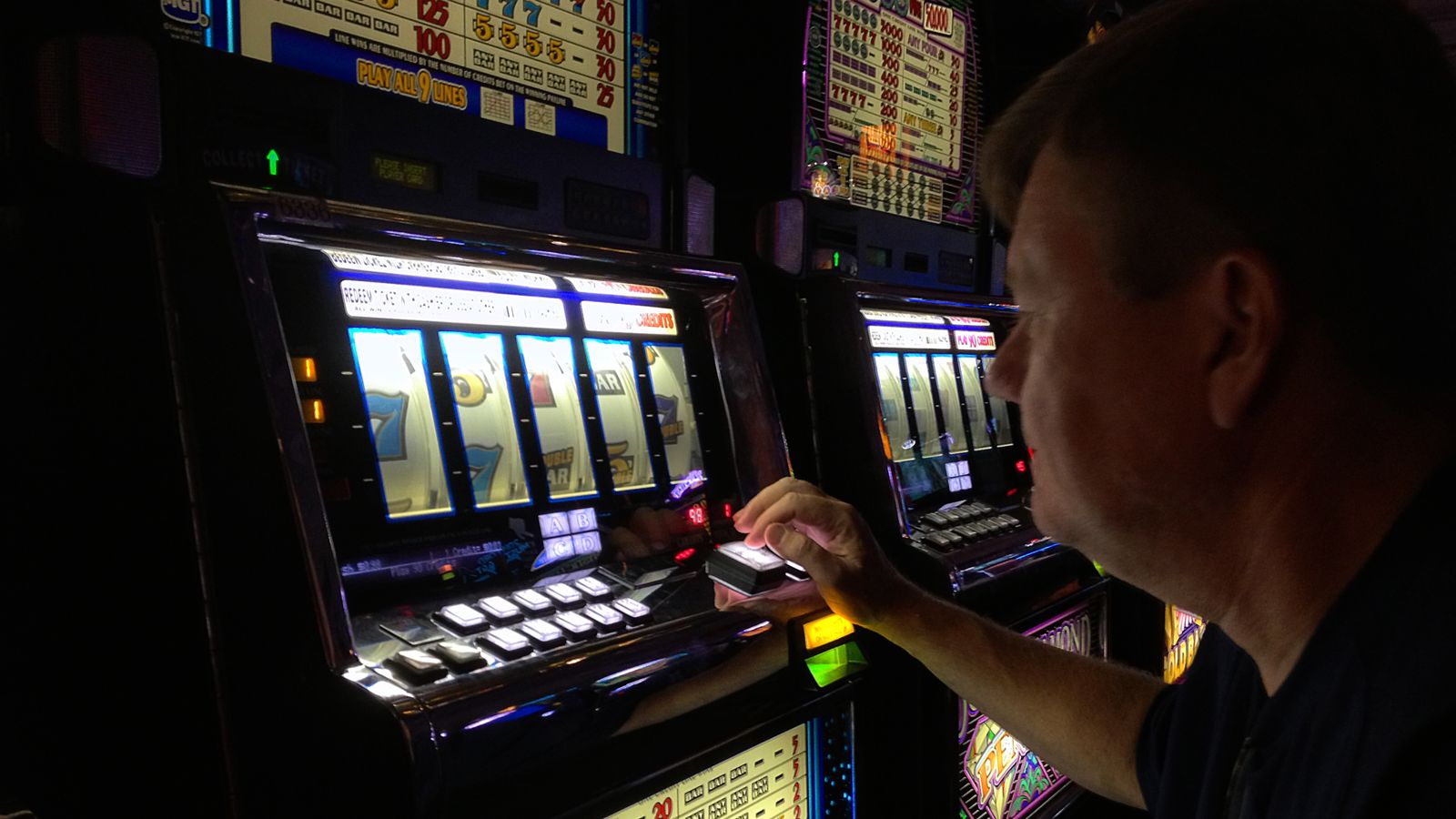 Gambling machine maximum stakes set to be cut