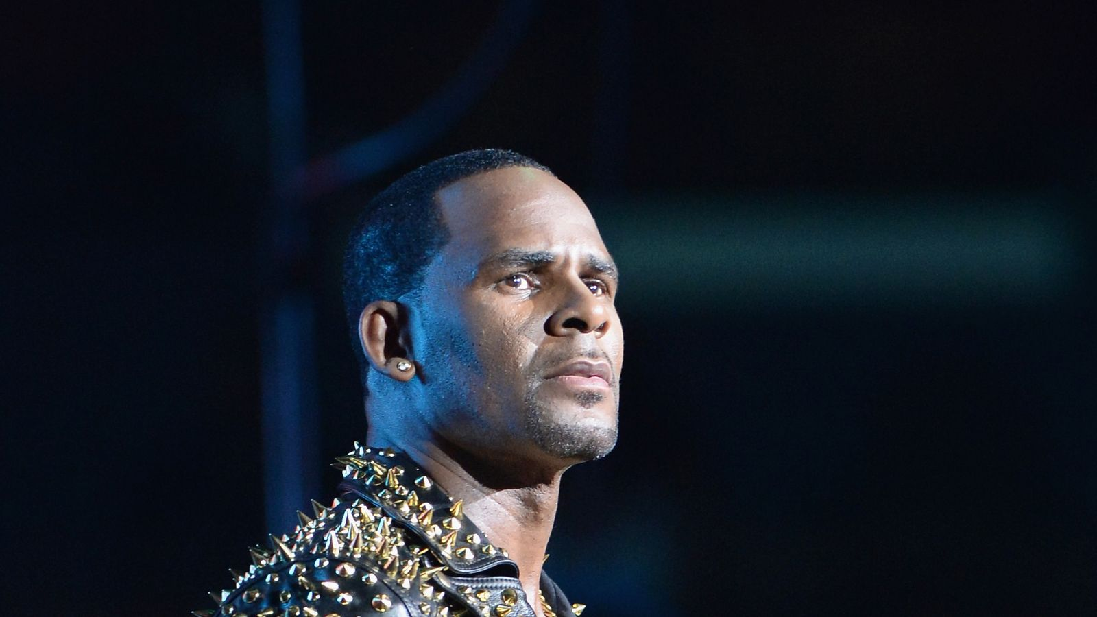 R kelly images 48