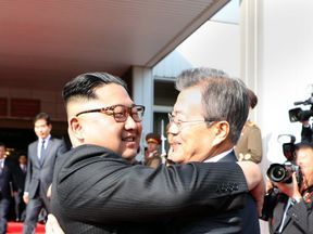 Kim Jong Un and Moon Jae-in embraced at the surprise summit. @TheBlueHouseKR