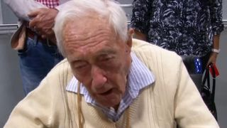 104-year-old discusses his intentions for assisted dying at an airport on the way to Switzerland
