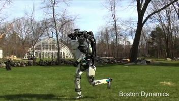 The US firm Boston Dynamics has created a robot that can run autonomously and jump over obstacles, in this case a log. Other robots built by the company have been able to open doors and go down stairs