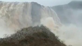 The Ain Garziz waterfall in southern Oman
