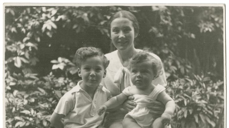 Vilma Grunwald with her sons John (left) and Frank (then known as Misa). Pic: United States National Holocaust Museum