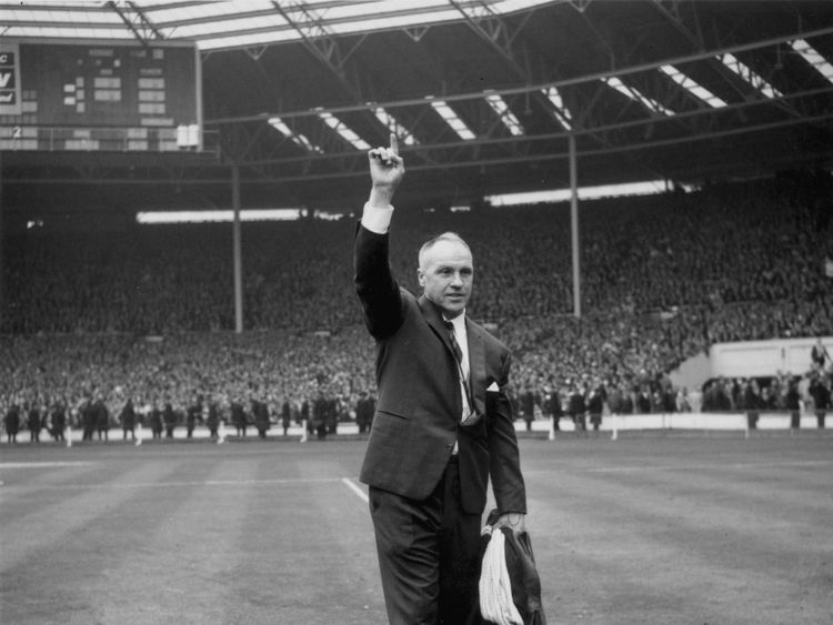 Shankly celebrates his team's 1965 2-1 win over Leeds Utd
