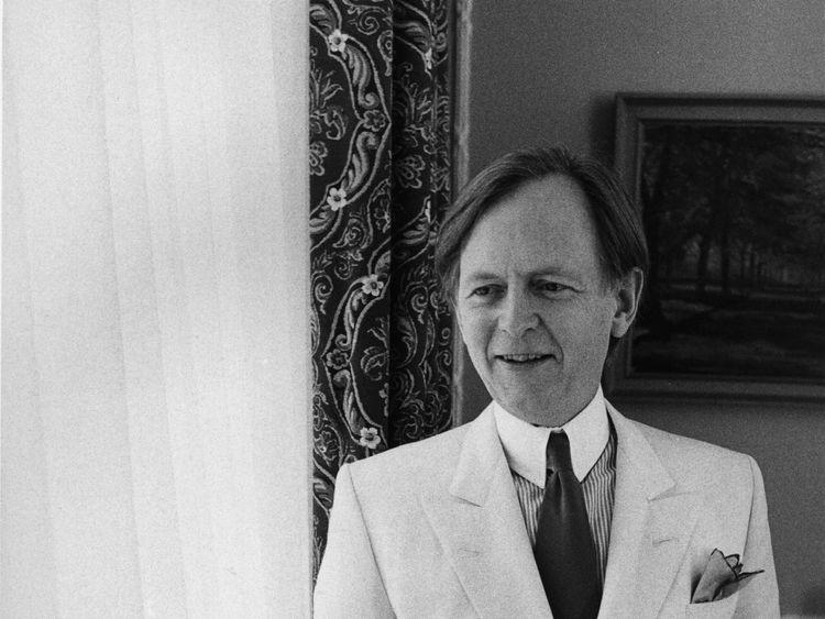 Bonfire of Vanities author Tom Wolfe dies aged 87