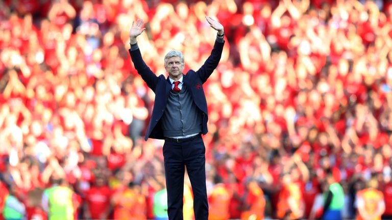 Arsene Wenger says goodbye at the Emirates Stadium