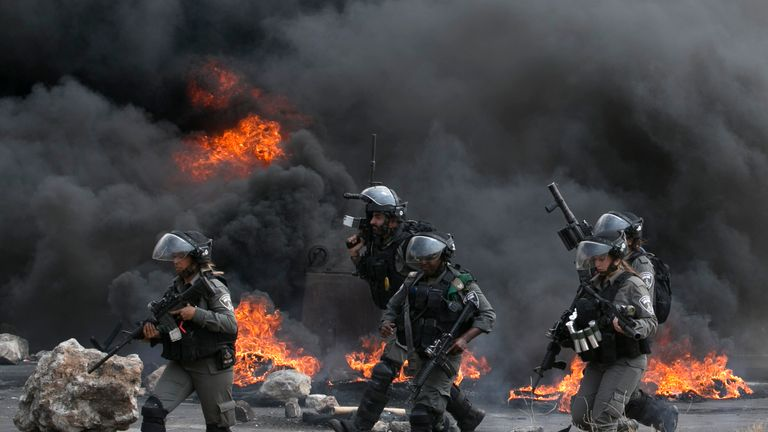Palestinians clash with Israeli security forces