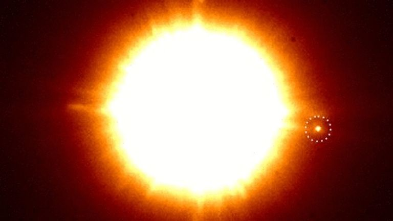An infrared image of the binary CS Cha with the newly discovered companion in the dotted circle. After a mouse click you can see the image viewed with special polarization filters that make dust discs and exoplanets visible. The companion seems to have his own dust disc. Credit: C. Ginski & SPHERE   Read more at: https://phys.org/news/2018-05-dutch-astronomers-toddler-planet-chance.html#jCp