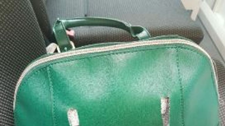 Handbag stolen in robbery