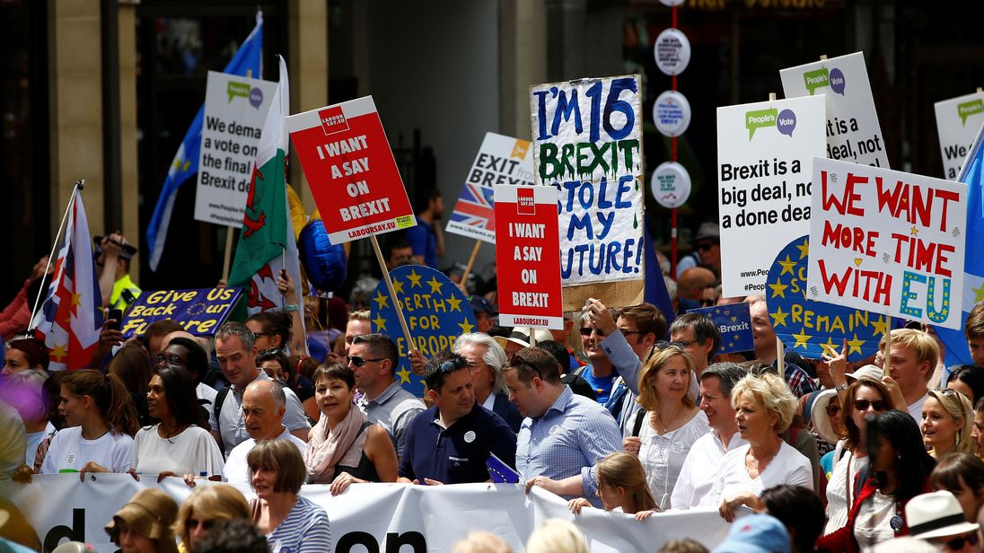 Thousands push for public vote on final Brexit deal in London march
