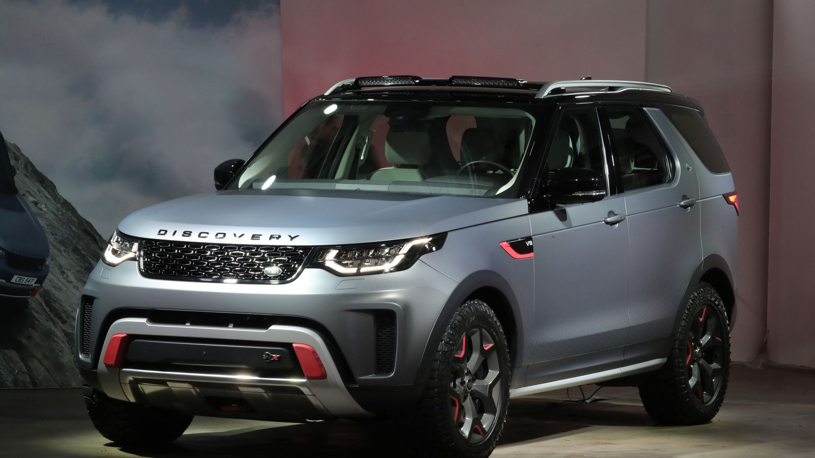 jaguar land rover moves discovery production to slovakia. Black Bedroom Furniture Sets. Home Design Ideas