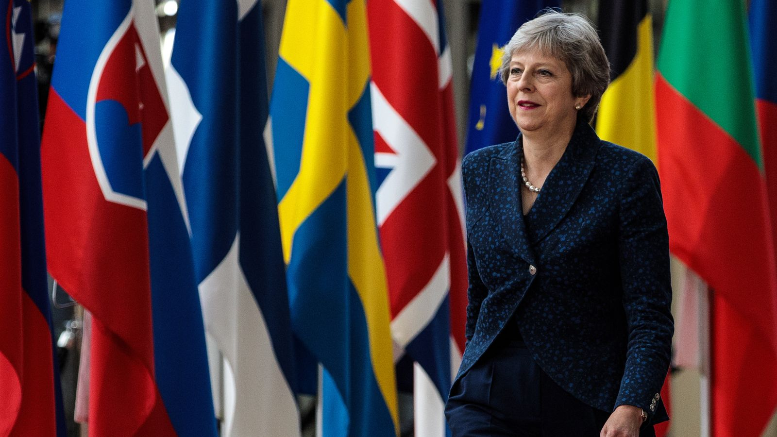 PM meets her cabinet as the European Council prepares to discuss Brexit