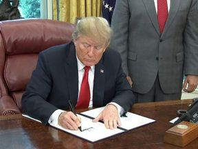 Trump signs the order to end family separations