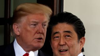U.S. President Donald Trump welcomes Japanese Prime Minister Shinzo Abe at the White House in Washington, U.S., June 7, 2018. REUTERS/Carlos Barria