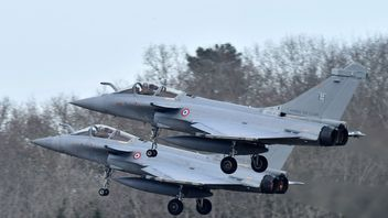 The jets will circle over nearby Mont-de-Marsan less to avoid disrupting students