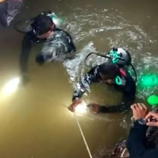 Thailand cave rescue: What are the options for rescuers?