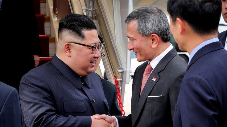 Singapore's Foreign Minister Vivian Balakrishnan welcomes North Korean leader Kim Jong Un on his arrival in Singapore, June 10, 2018. Pic: Ministry of Communications and Information