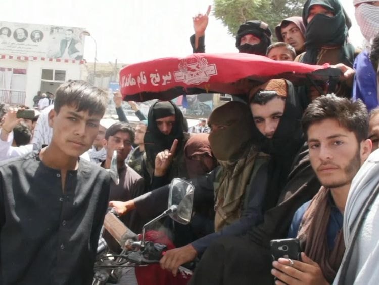 Afghans and Taliban in Kunduz