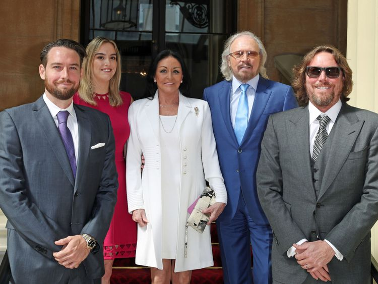 Singer and songwriter Barry Gibb, with his wife, Linda, and children, Michael (left), Alexandra and Ashley (right) at Buckingham Palace