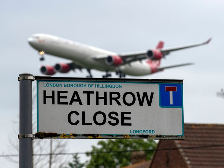 Heathrow third runway gets govt go-ahead
