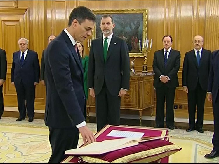 Pedro Sanchez is sworn in as PM in front of Spanish King Felipe VI