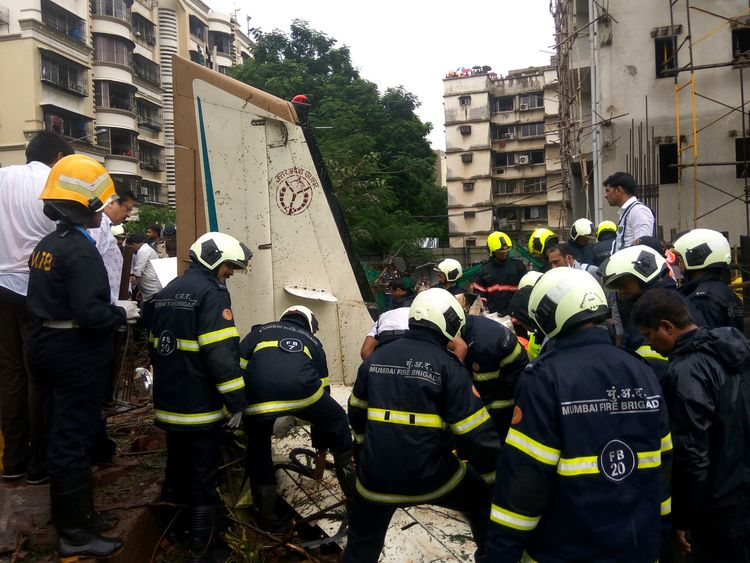 Emergency services at the crash scene in Mumbai