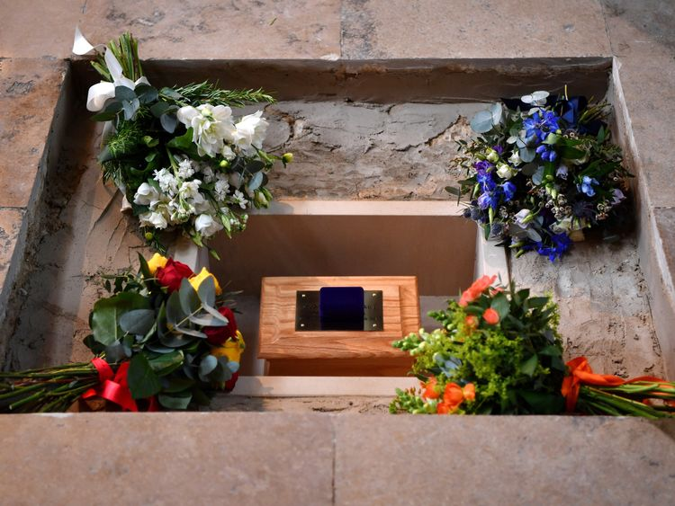 Flowers alongside Hawking's ashes in the nave of the abbey