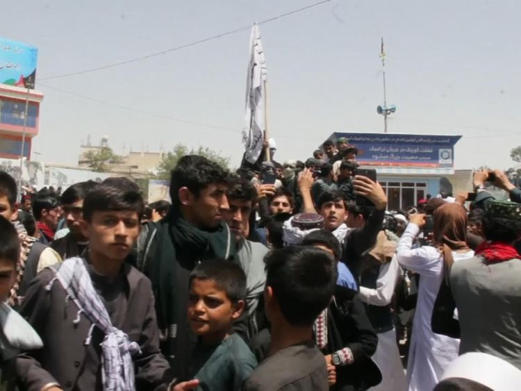 Locals in Kunduz take pictures with Taliban fighters