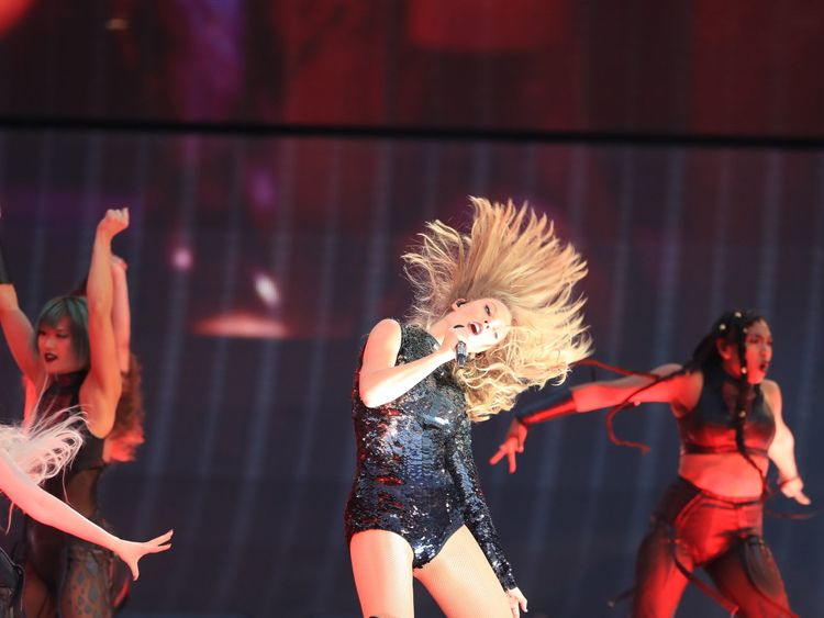 Taylor Swift turns a concert malfunction into a memorable moment