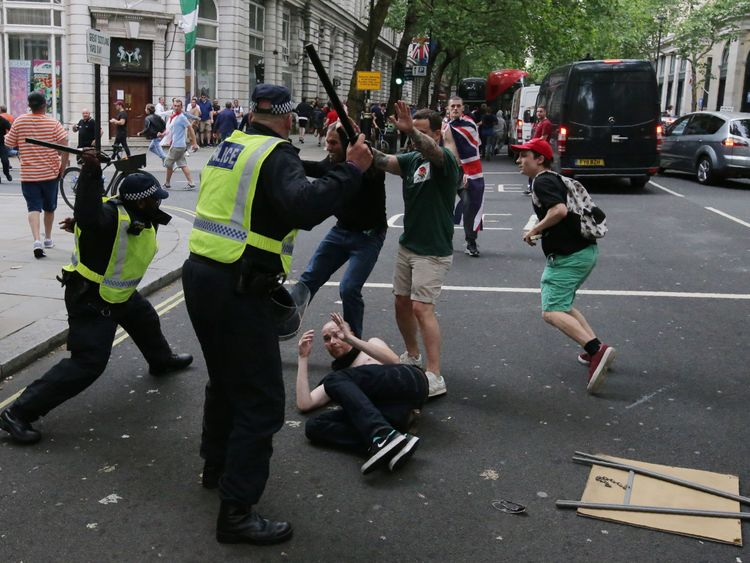 Protesters scuffle with police at the junction of Whitehall and The Mall after a gathering by supporters of far-right spokesman Tommy Robinson turns to violent, in central London on June 9, 2018. (Photo by Daniel LEAL-OLIVAS / AFP) (Photo credit should read DANIEL LEAL-OLIVAS/AFP/Getty Images)