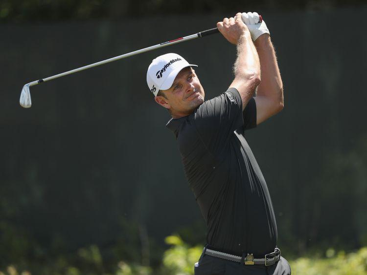 during the final round of the 2018 U.S. Open at Shinnecock Hills Golf Club on June 17, 2018 in Southampton, New York.