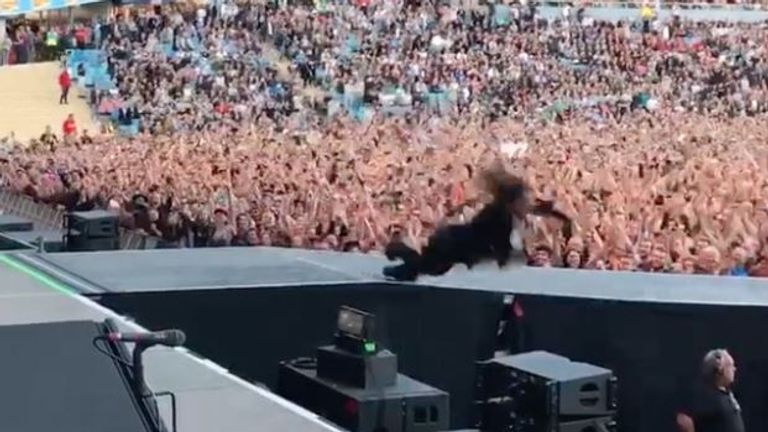Grohl  lookalike and stuntman plunges off the stage