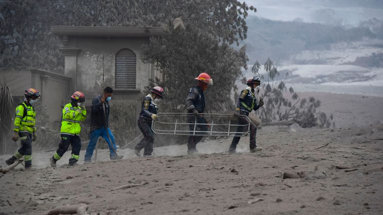 Rescuers search for victims in San Miguel Los Lotes