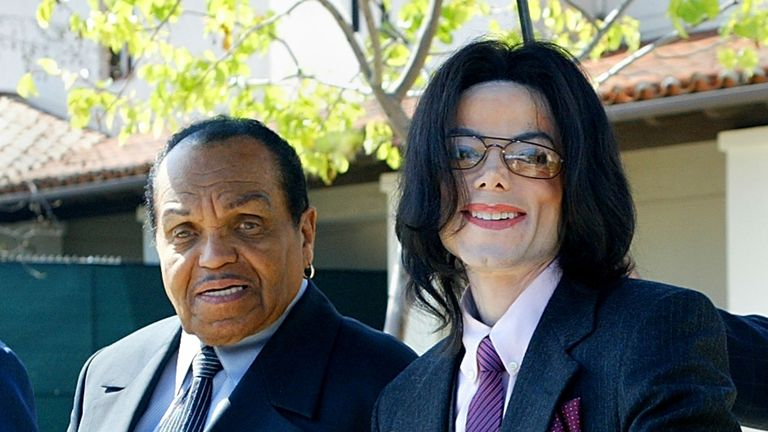 Joe Jackson and Michael Jackson during Michael's trial