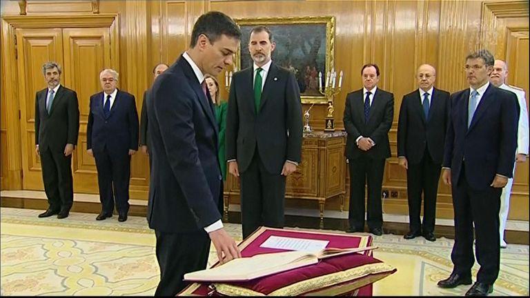 Pedro Sanchez is sworn in as PM in front of Spanish King Felipe VI