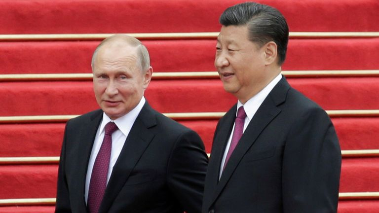 Chinese President Xi Jinping and Russian President Vladimir Putin attend a welcome ceremony outside the Great Hall of the People in Beijing
