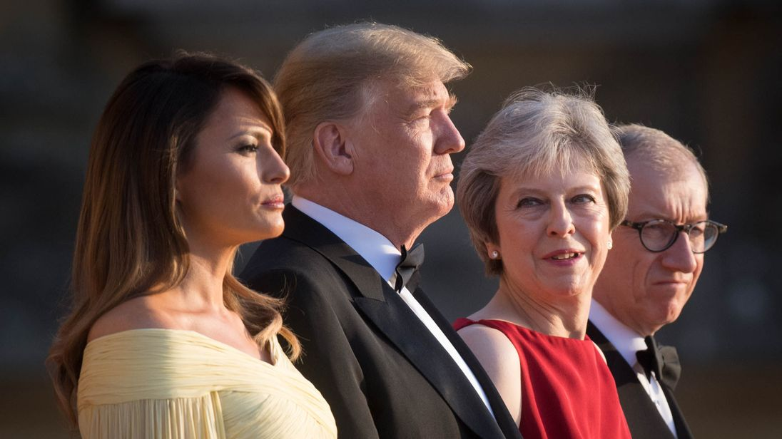 https://e3.365dm.com/18/07/1096x616/skynews-donald-trump-theresa-may_4360536.jpg?20180712213050