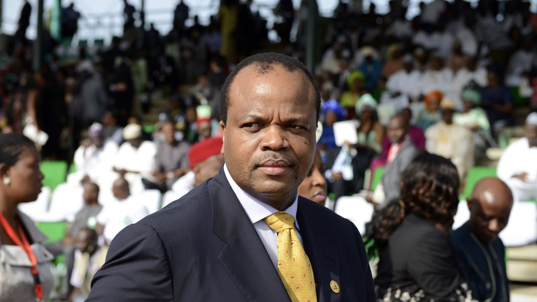 Swaziland King Mswati III arrives to attend the inauguration of new Nigerian President at the Eagles Square in Abuja, on May 29, 2015
