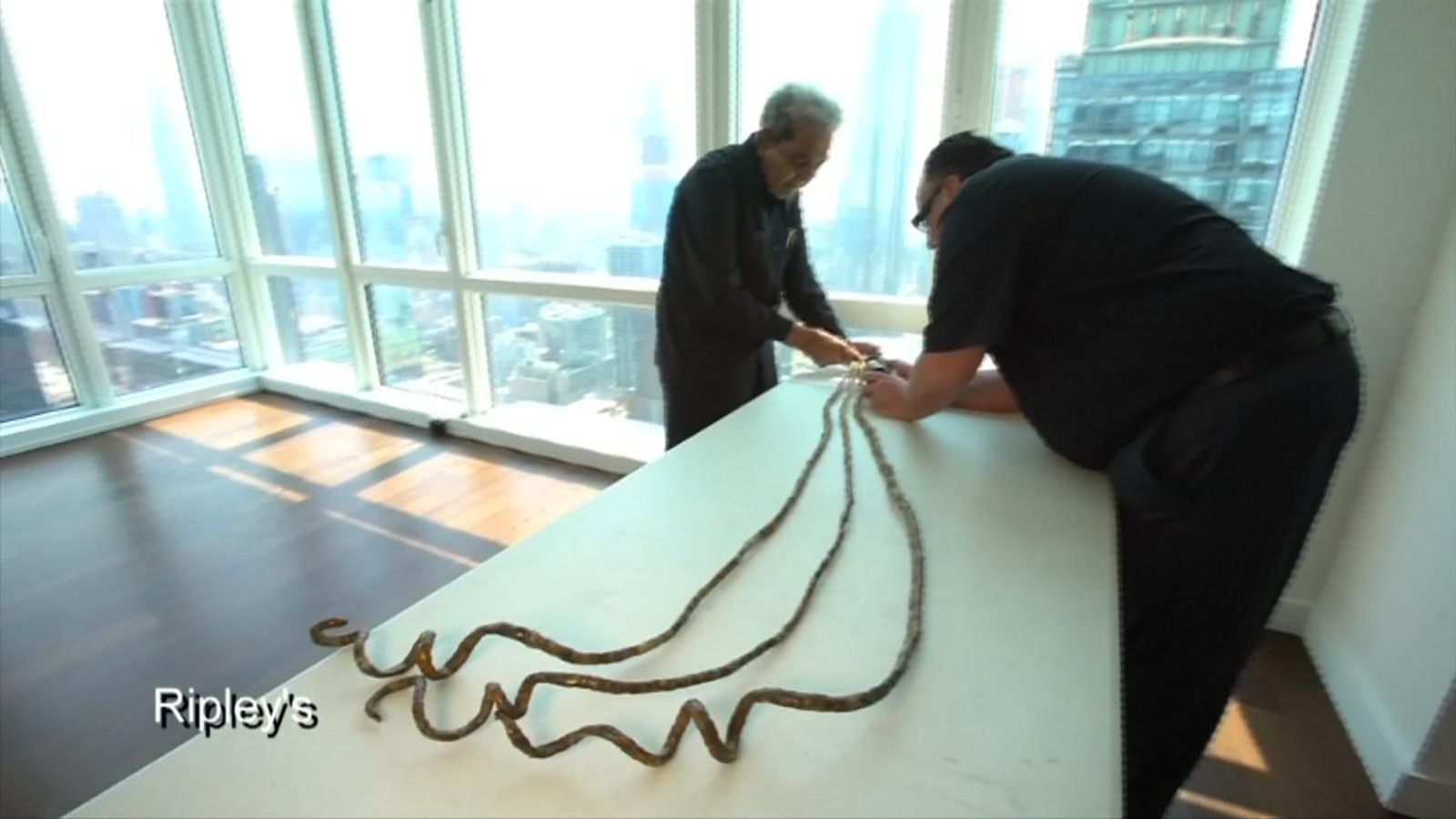 man with world s longest fingernails gets them cut after 66 years