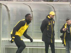 Usain Bolt trains with the Australian football team