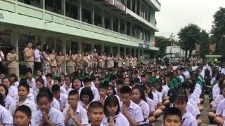 Students at a Thailand school have held a prayer vigil for the football teams trapped in caves